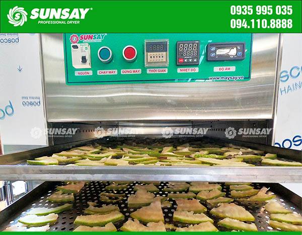 Vỏ bưởi sấy khô bằng máy sấy thực phẩm SUNSAY